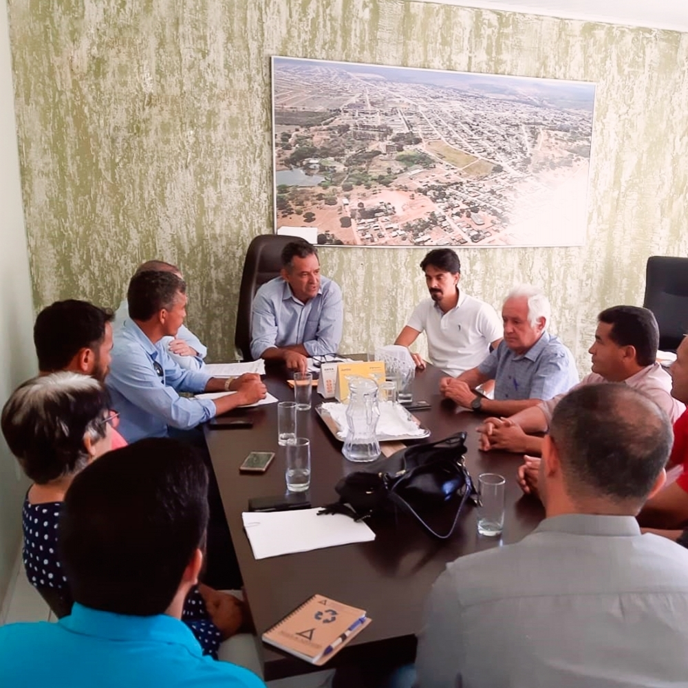 Encontro do Presidente do INAMS, Sr. Wilton Martins de Oliveira, com o Prefeito de Posse-GO, Sr. Wilton Barbosa.