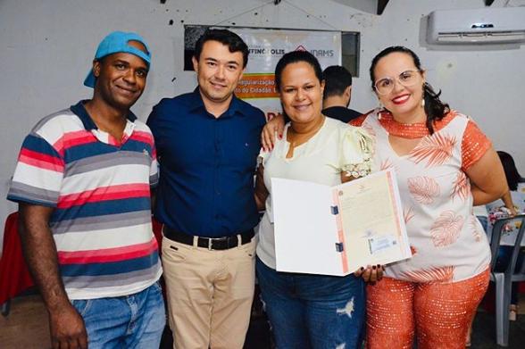 Solenidade de entrega de Títulos de Regularização Fundiária Urbana do Município de Bonfinópolis.