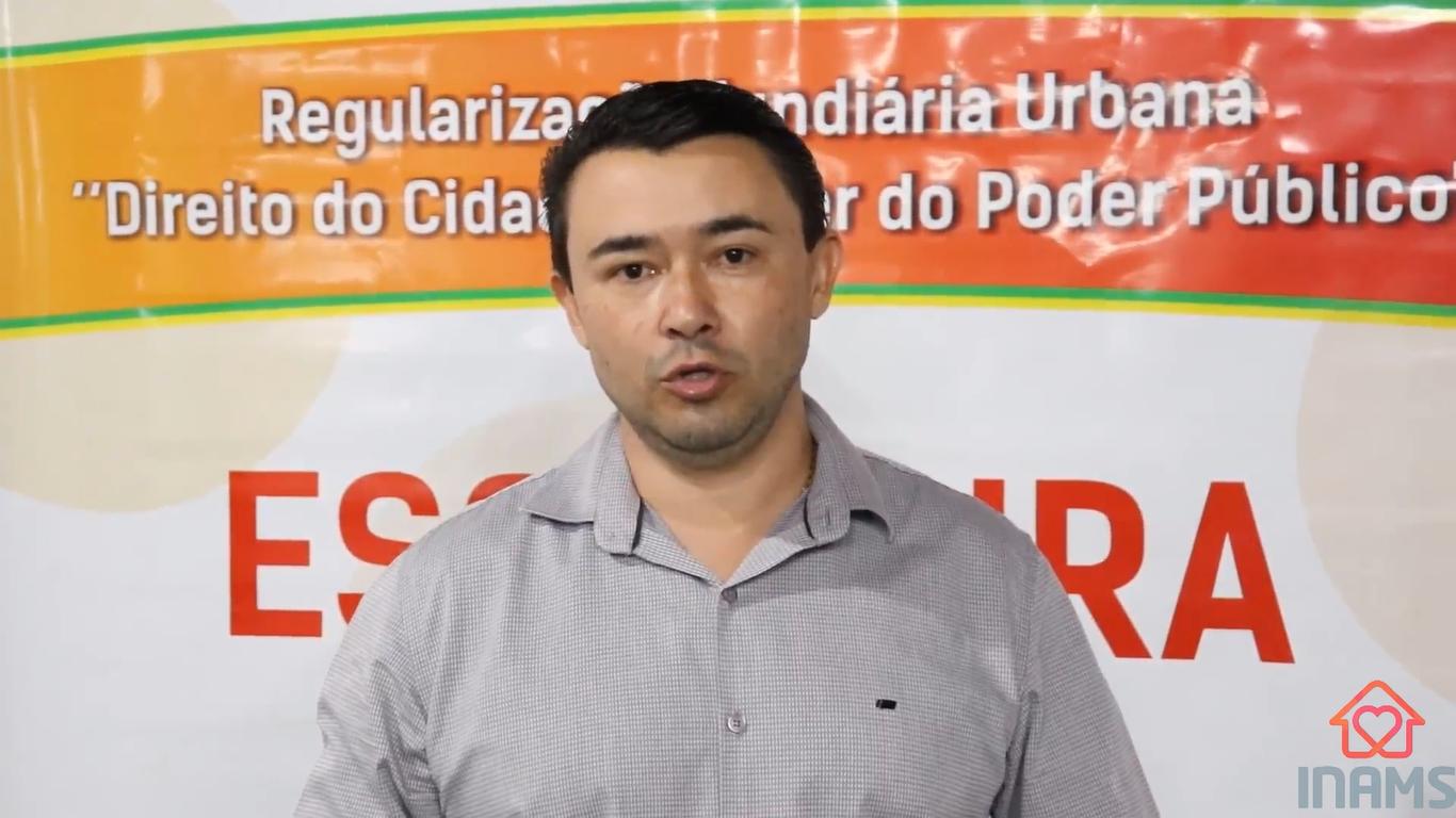 Entrega de título de regularização fundiária em Bonfinópolis