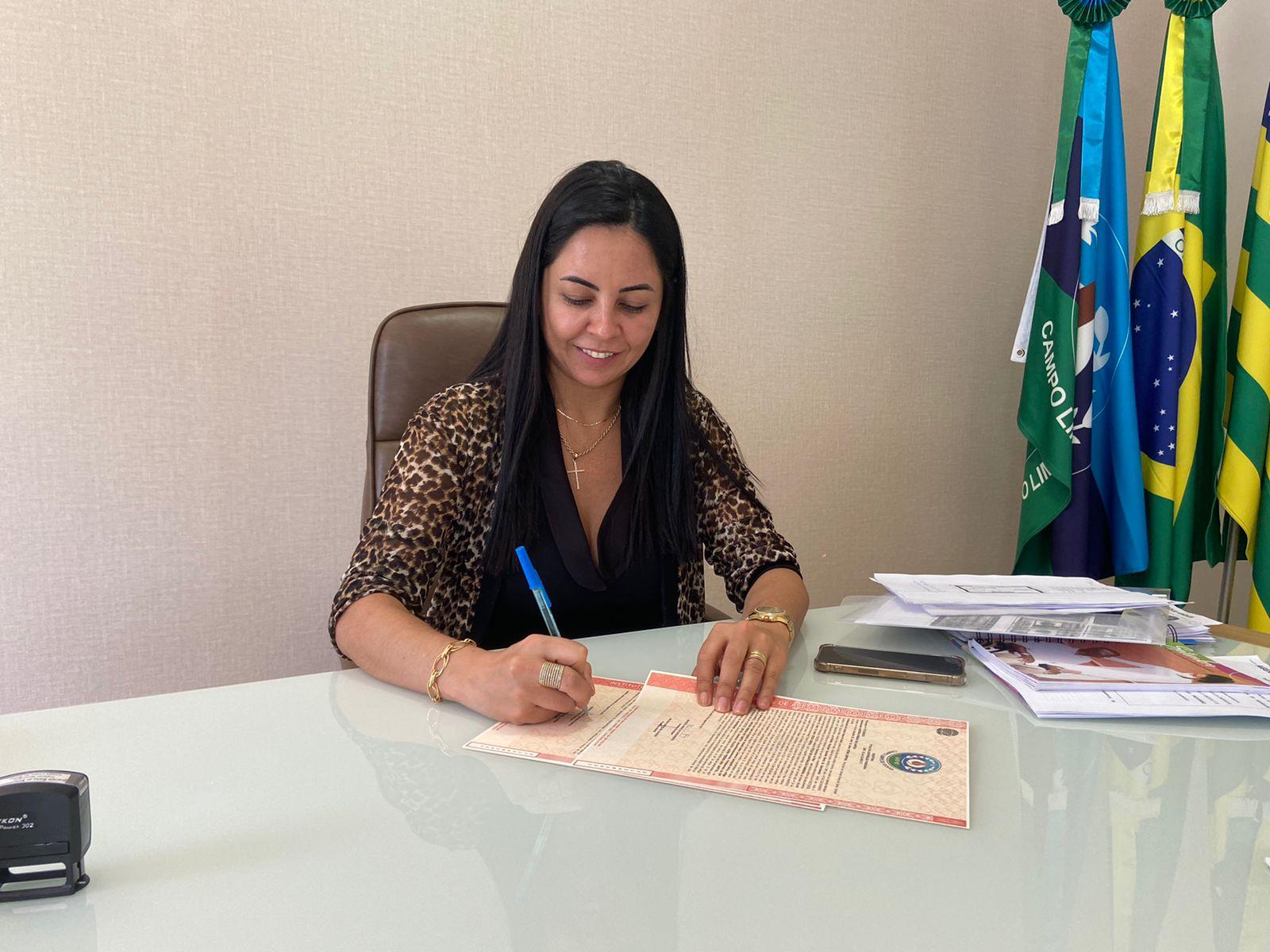 Prefeita de Campo Limpo assina títulos de regularização fundiária